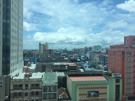 Sule Shangri-La Yangon : View from room