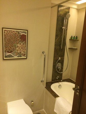 Sule Shangri-La Yangon : Bathroom 2