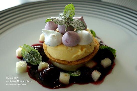 The Sugar Club Auckland : FEIJOA CHEESECAKE: feijoa sorbet, shortbread, meringues, blackberry compote, apple