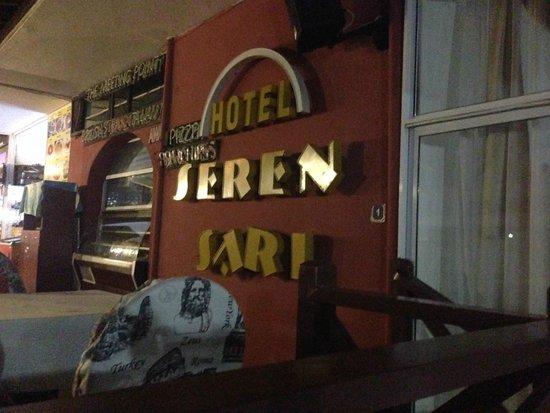 Seren Sari Hotel: у входа )