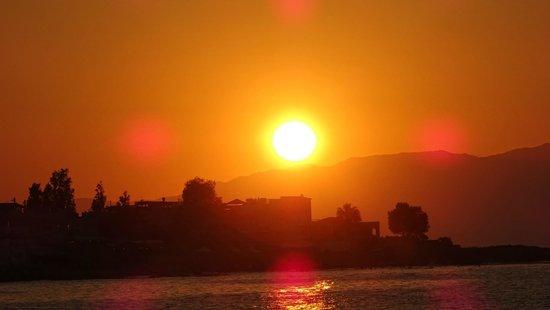 Hotel Jechrina: sunset on the beach