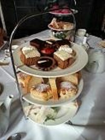 Warner Leisure Hotels Littlecote House Hotel: Sumptious Afternoon tea....A MUST