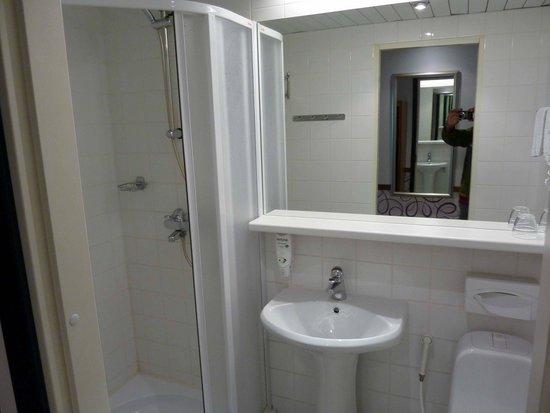 Susi Hotel: baño