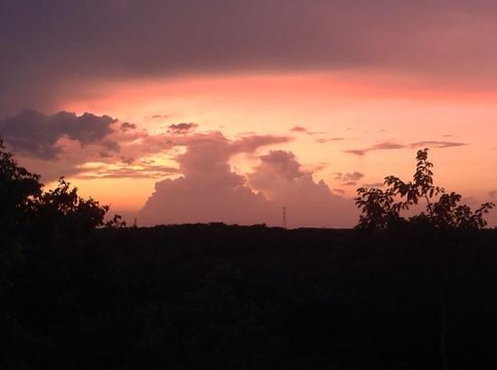 The Flycatcher Inn B&B Boutique Hotel Uxmal: Mayan Sunset
