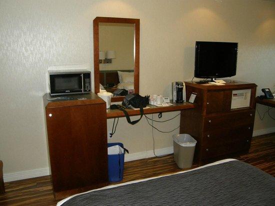 Hotel & Suites Le Dauphin Quebec : Microondas