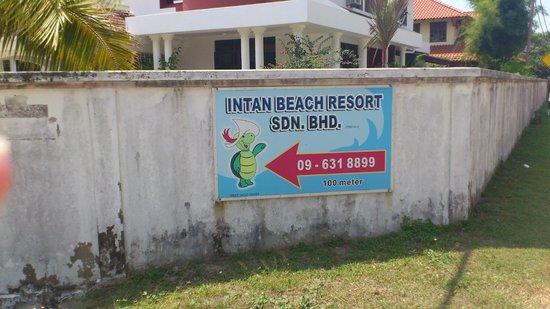 Intan Beach Resort Sdn Bhd: het resort word goed aangegeven op de jalan dato haji busu