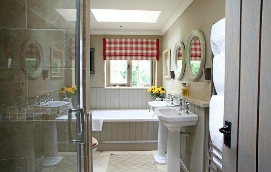 Magazine Wood: Magazine Bathroom