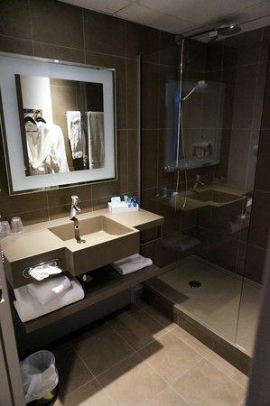Novotel Clermont Ferrand : salle de bain