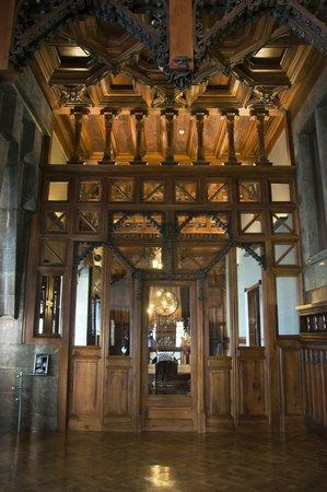 Palau Güell: Interior