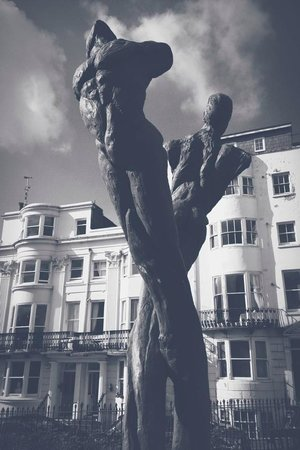 Kemptown : Sculptor Romany Mark Bruce's 11ft tall bronze Aids memorial