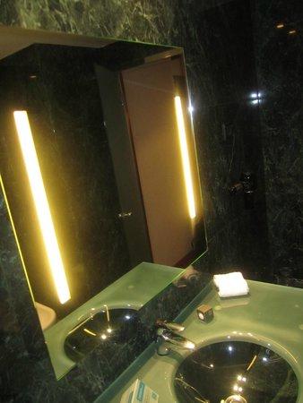 AC Hotel Tarragona: Baño