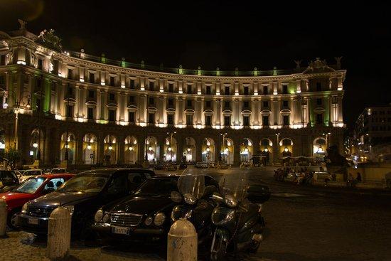 Piazza della Repubblica : Lovely at night