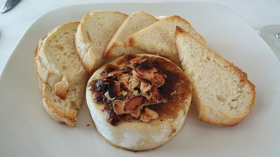 Social House : Baked Brie with Almond brown sugar!!!