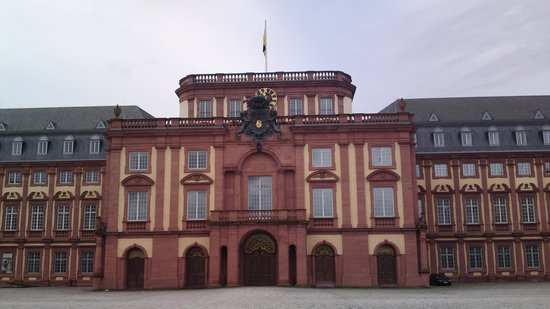 Schloss Mannheim: view of the castle