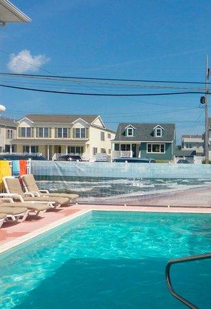 The Lamplight Motel: Pool Area