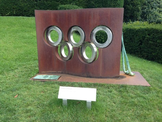 Olympic Museum Lausanne (Musee Olympique): monumento esterno