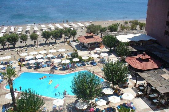 Amada Colossos Resort: Pool area