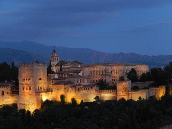 Solar Montes Claros: Alhambra as seen from Mirador San Nicholas