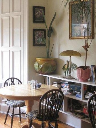 Claymore Vegetarian Guest House: Breakfast table