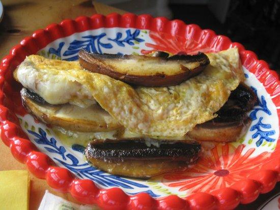 Claymore Vegetarian Guest House: Mushroom omelette option