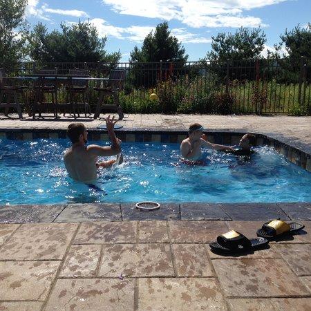 Hershey Farm Inn: Fun in the pool!