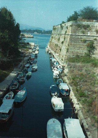 Old Fortress Corfu : canal