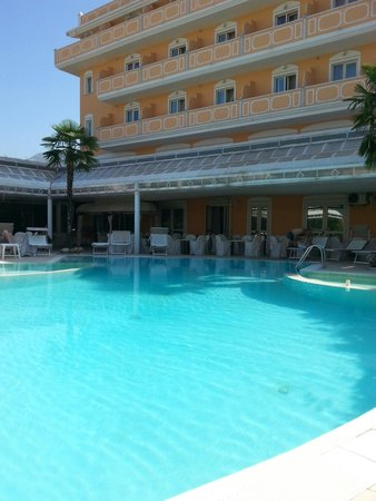Grand Hotel Osman: La piscina grande