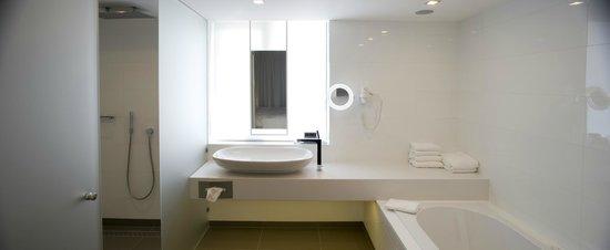 Badkamer Penthouse Ivory - Picture of Van Der Valk Eindhoven Hotel ...