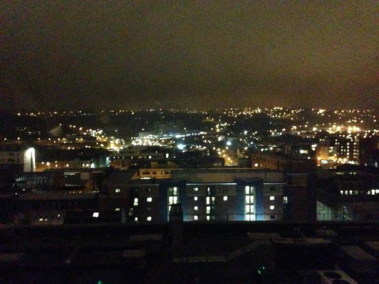 Jurys Inn Sheffield: Night time view from my room