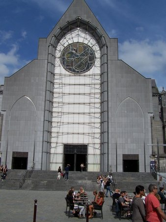Cathedrale de la Treille: façade est