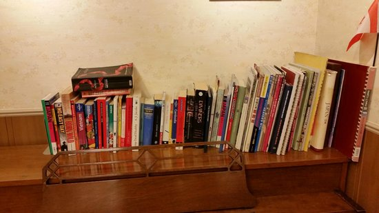 Sakura Hotel Hatagaya: Charming book library filled with interesting reads