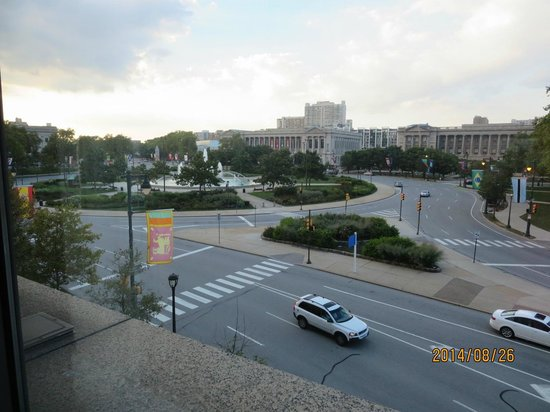 The Logan Philadelphia, Curio Collection by Hilton: Vue des fontaines du Logan Square