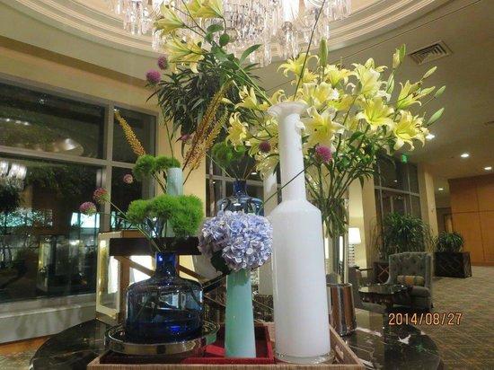 The Logan Philadelphia, Curio Collection by Hilton: Très jolis arrangements floraux dans l'hôtel