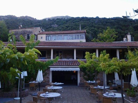Hotel Eden Park : la réception et une partie du restaurant