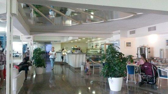 Hotel Zorna: Hall con bar