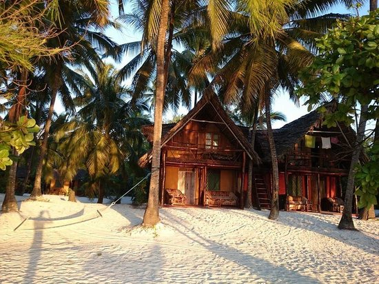 Evergreen Bungalows: The King Size Beach Bungalows during the morning