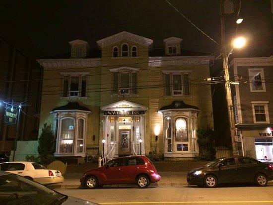 Waverley Inn: L'auberge en soirée