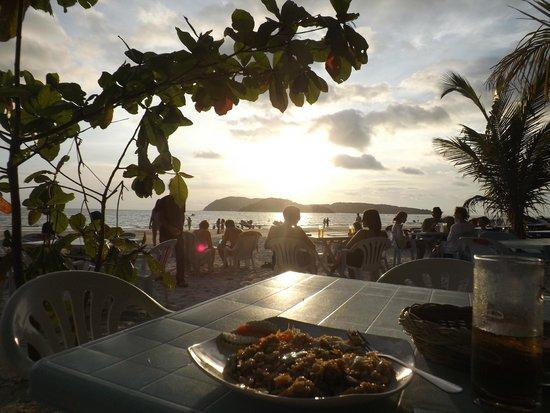 Rafii's Beach Cafe: Sunset at Rafii's