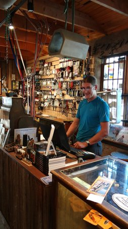 Seneca Rocks, Batı Virjinya: Justin busy with orders.