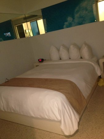 Clevelander South Beach Hotel: Comfy bed