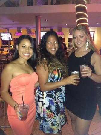 Clevelander South Beach Hotel: Girlies enjoying our drinks here