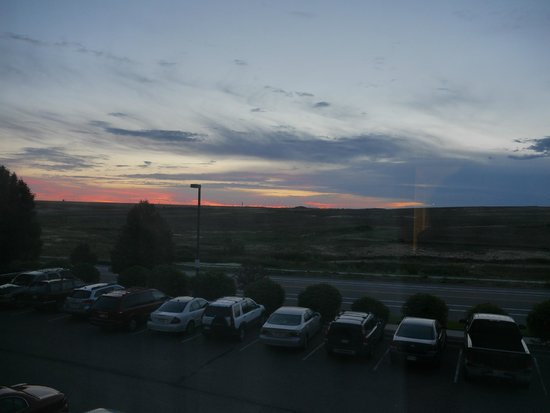 Days Inn & Suites Denver International Airport: View From our Room - Parking of the Hotel