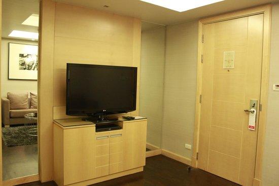 Sukhumvit 12 Bangkok Hotel & Suites: One of Two TV's