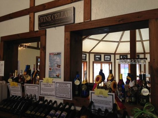 Swedish Hill Winery: inside tasting room/ gift shop view
