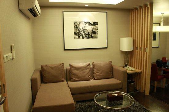 Sukhumvit 12 Bangkok Hotel & Suites : The sitting Area