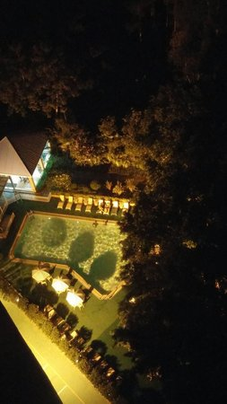 Best Western Shenzhen Felicity Hotel: 도심속 수영장이 이채롭다