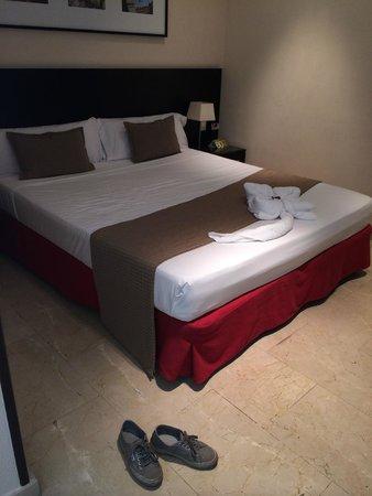 Hotel Exe Suites 33: letto matrimoniale