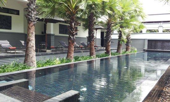 Shinta Mani Angkor : CLUB側のプール(部屋の目の前)
