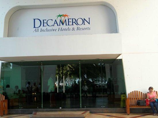 Decameron Cartagena: Entrada al lobby del hotel