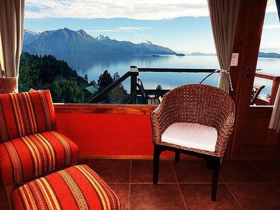Apart Hotel Cabanas Balcon al Lago: Living cabaña 4. Sentirse volando sobre el Nahuel Huapi